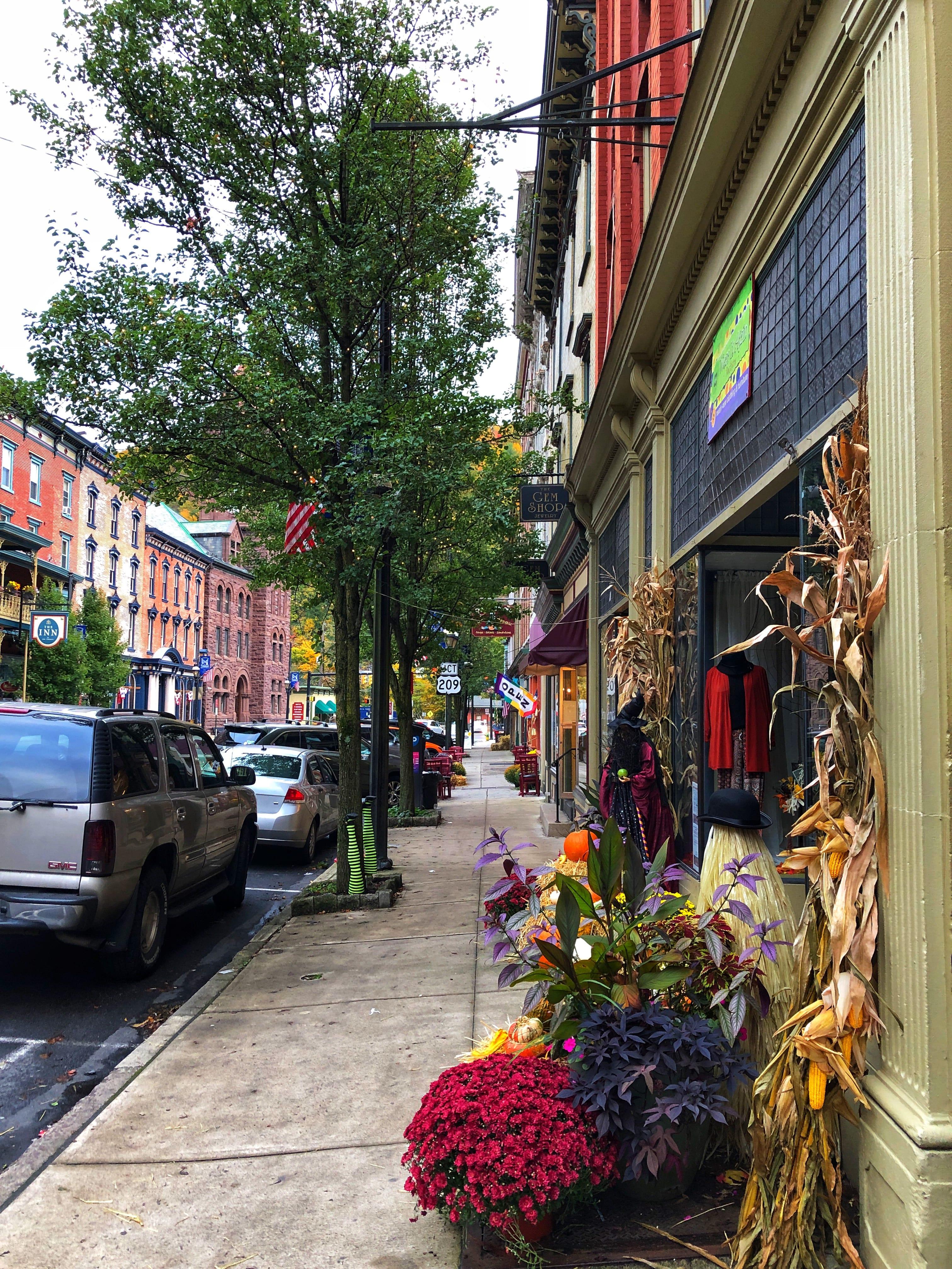 Jim Thorpe Broadway Street Fall